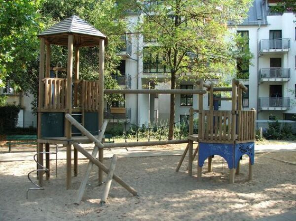 spielplatz karl heine platz stadt leipzig. Black Bedroom Furniture Sets. Home Design Ideas
