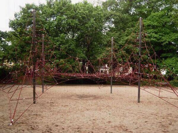 spielplatz kletterplatz im arthur bretschneider park stadt leipzig. Black Bedroom Furniture Sets. Home Design Ideas