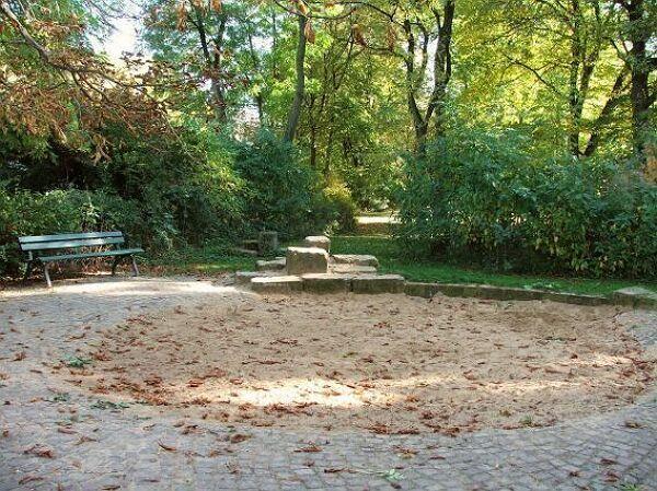 spielplatz thonberger park stadt leipzig. Black Bedroom Furniture Sets. Home Design Ideas